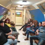 grupa osób w trakcie tlenoterapii