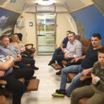 grupa osób w trakcie zabiegu w normobarii
